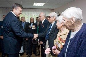 Янукович пообещал всем ветеранам жилье и лекарства. К 2015 году