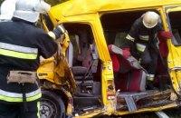 В Каменец-Подольском районе микроавтобус столкнулся с грузовиком, есть жертвы