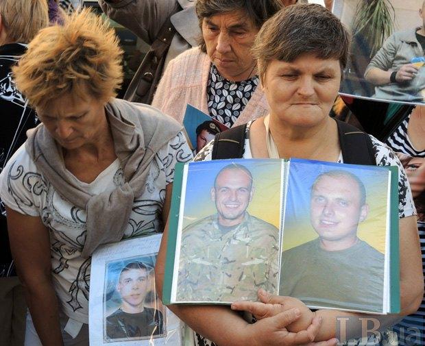 ВКиеве активисты требуют освобождения украинских военнопленных
