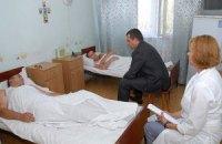 Захарченко посетил в больнице жертв штурма Святошинского РОВД