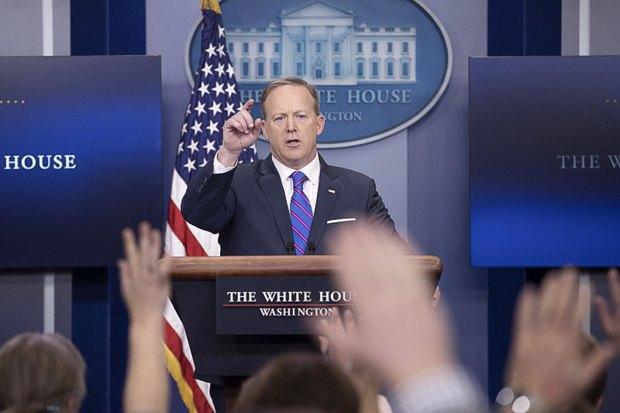 Шон Спайсер во время пресс-конференции в Белом Доме, 14 февраля 2017.