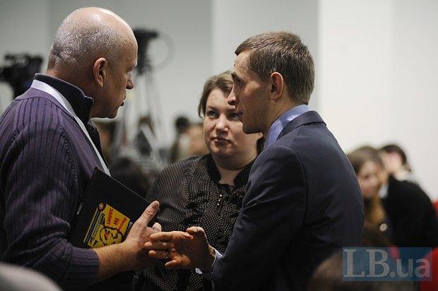 Олег Рыбачук (слева), Юлия Лымарь, шеф-редактор проекта <<Главком>> и Виктор Шлинчак, руководитель информационного агентства <<Главком>>