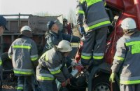 В Киеве столкнулись два грузовика, погиб водитель