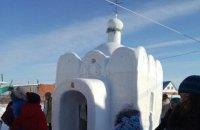 У Росії безробітний побудував храм зі снігу