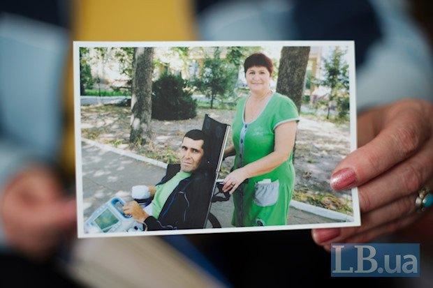 Катерина Михайлівна показує нам фотографії