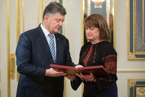 Порошенко присвоил звание героя Украины погибшему в АТО лидеру афганцев с Майдана