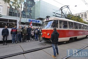 """Противникам телеканала """"Интер"""" не дали спилить забор у редакции"""