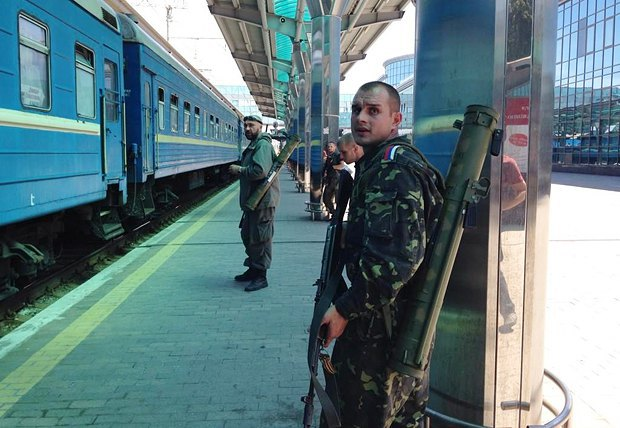 Боевики на вокзале Донецка