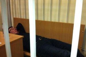 Луценко специально лег на лавку, чтобы его фотографировали - прокурор