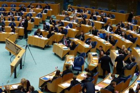 Парламент Нидерландов отвергнул вотум недоверия руководству Рютте