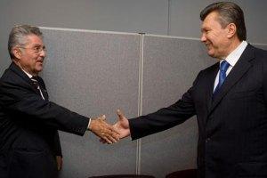 """Янукович пообщался """"с глазу на глаз"""" с президентом Австрии"""