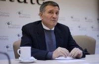 Аваков сдал пост коменданта Майдана Парубию