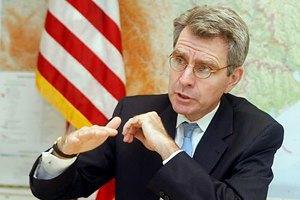 Посол США поставил под сомнение сотрудничество с властями Украины