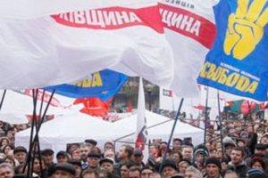 Оппозиция в Ужгороде собрала более трех тысяч человек
