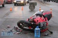 ДТП в Киеве: столкнулись мотоцикл Honda и автомобиль Volkswagen