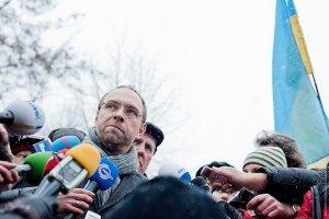 Власенко делает голословные популистские заявления о здоровье Тимошенко, - тюремщики