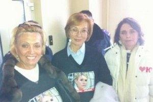 Женщины-депутаты решили ночевать в коридоре вместе с Тимошенко