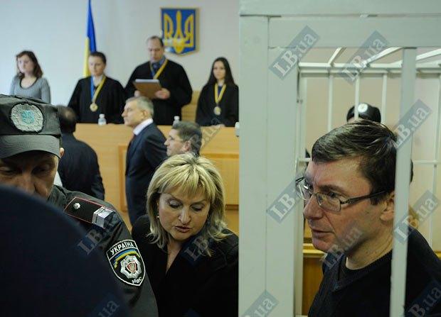 Луценко: Ирина понимает, что я вернусь домой только после смены власти