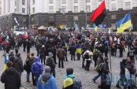 Возле Кабмина протестуют около 1000 человек