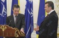 Януковича официально пригласили на саммит НАТО