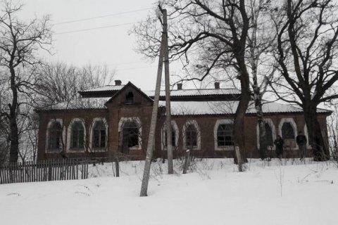 Вандалы испортили уникальное здание школы в Христановке