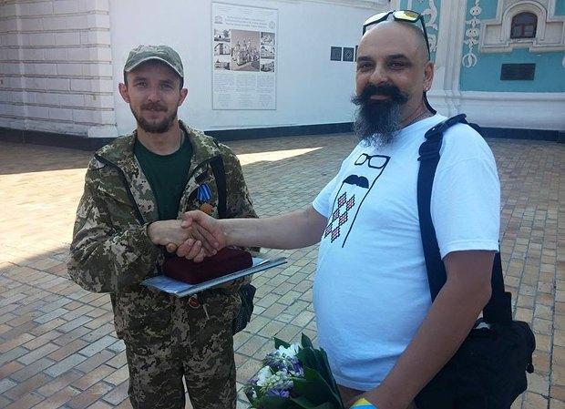 Юрий «Шаман» и Хоттабыч. Вручение медали <<За спасение жизни>> от ВОО Украинская Служба Спасения