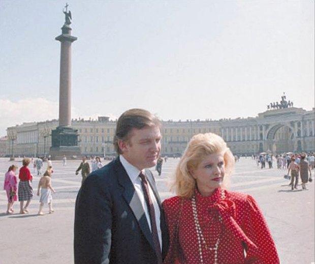 Дональд Трамп с женой Иваной на Дворцовой площади в Ленинграде, июль 1987 года