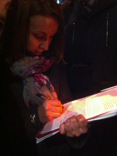 Судебный исполнитель Лариса Сабодаж собирает свидетельства о палатках на Европейской площади