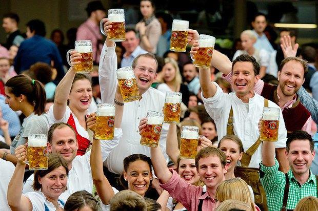 Октоберфест -один із найпопулярніших щорічних фестивалів у Німеччині