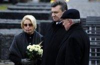 Герман: Янукович еще советуется с экспертами по красному флагу