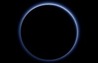 NASA установила, что небо на Плутоне синее