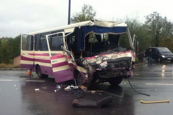 Печальное смертельное ДТП наИвано-Франковщине: лесовоз столкнулся савтобусом