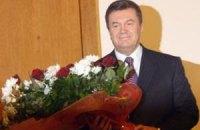 Янукович поздравил женщин с 8 марта