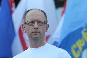 Яценюк назвал организатора драки на митинге оппозиции в Киеве