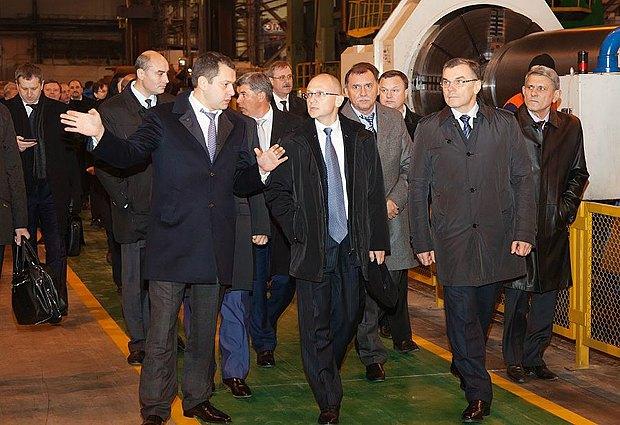 Максим Ефимов и глава корпорации «Росатом» Сергей Кириенко(правее)