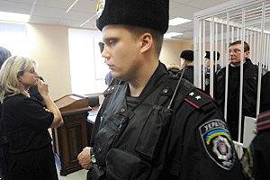 Жена Луценко хочет посмотреть, как обследуют ее мужа