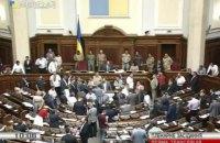 Парубий в окружении депутатов в камуфляже открыл заседание Рады
