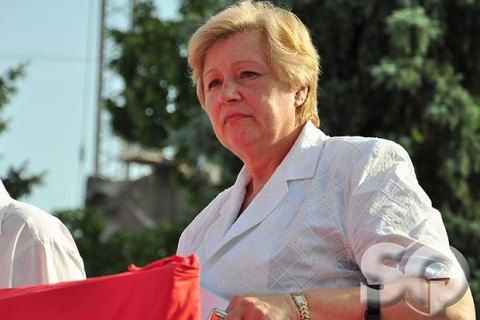 Коммунистку Александровскую отпустили под домашний арест
