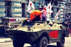 Захарченко обвинил Турчинова в появлении БТР в центре Киева