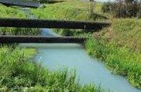 Река на Ивано-Франковщине приобрела голубовато-белый цвет