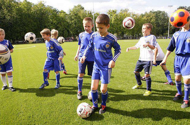 Директор ДЮФШ Александр Ищенко говорит: «Главное, чтобы мальчишкам нравился футбол. А дети чьих они родителей - для меня не важно»