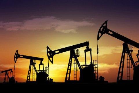 Цена на нефть опустилась ниже $43 за баррель