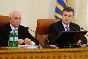 Янукович и Азаров поздравили с Днем работников легкой промышленности