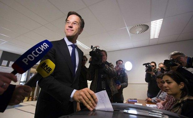 Марк Рютте, премьер-министр Нидерландов, на избирательном участке в Гааге