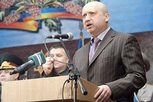 Аваков подарил Турчинову автомат