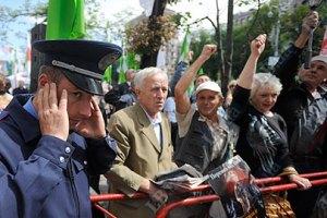 Сторонники и противники Тимошенко оглушают прохожих