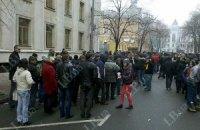 Активисты Майдана пикетируют суд в поддержку иска против Захарченко