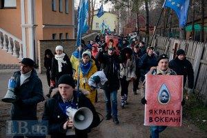 Милиция призывает митингующих не блокировать частное жилье чиновников