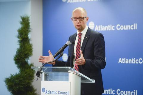 Для вступления в НАТО Украина должна продолжить реформу армии и бороться с популистами, - Яценюк