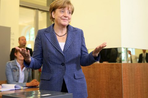 Правящая коалиция Германии выдвинет Меркель единым кандидатом вканцлеры